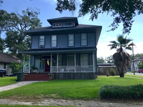 Historic Downtown/PrivateUpstairs Apartment w/WiFi