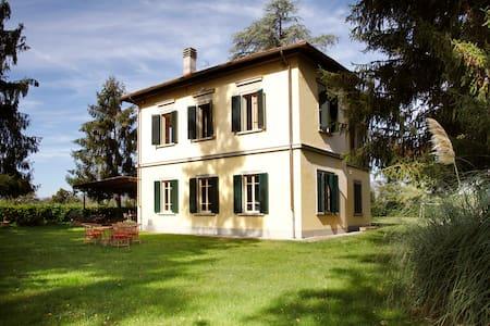 Villa elegante con grande giardino - Borgo San Lorenzo