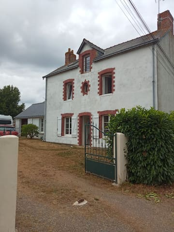 The house on the road to the old station