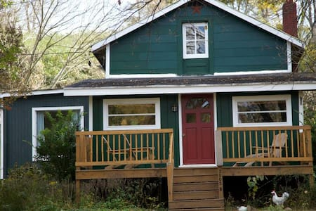 Backyard Country Cottage for Kayakers and Families - Greenville - Srub