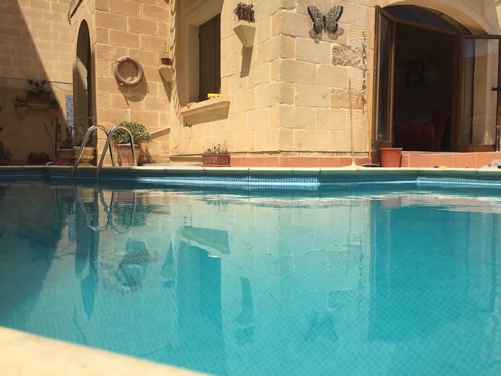 GOZO Sea Breeze Farmhouse B&B 1