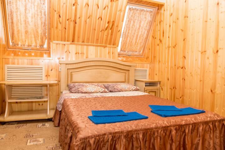 Семейный 2х местный номер люкс со всеми удобствами