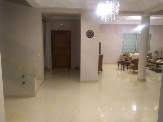 chambre d'amis dans une magnifique villa - Ez Zahra