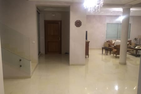 chambre d'amis dans une magnifique villa - Ez Zahra - Huis