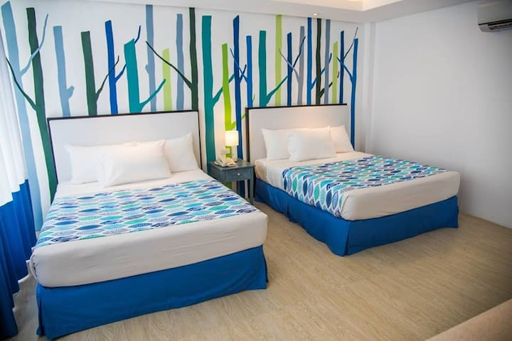 Modern 1 bedroom just steps from the beach - Malay - Other