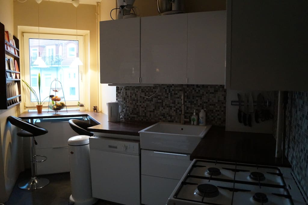 Fully equipped kitchen with washing machine
