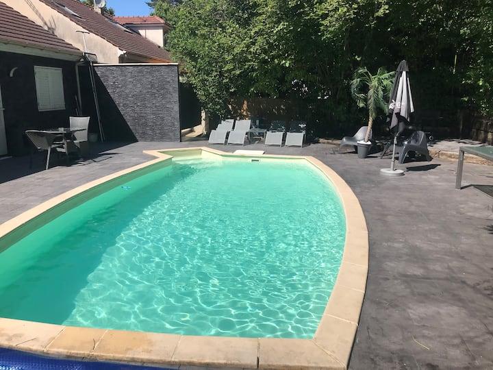 Nice House swimming pool Paris 20mn