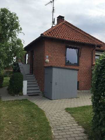 Two rooms near near metro station - København - Villa