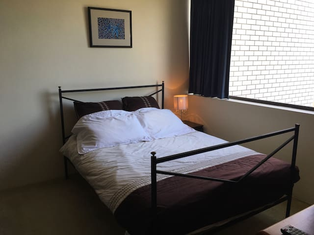 Private bedroom - Comfy and very convenient - Yeronga - Apartamento