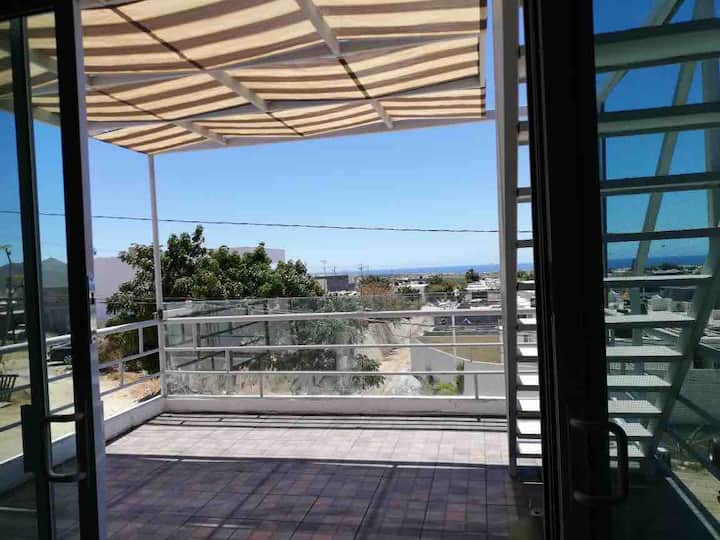 Gorgeous 1 bed apartment & best view of ocean