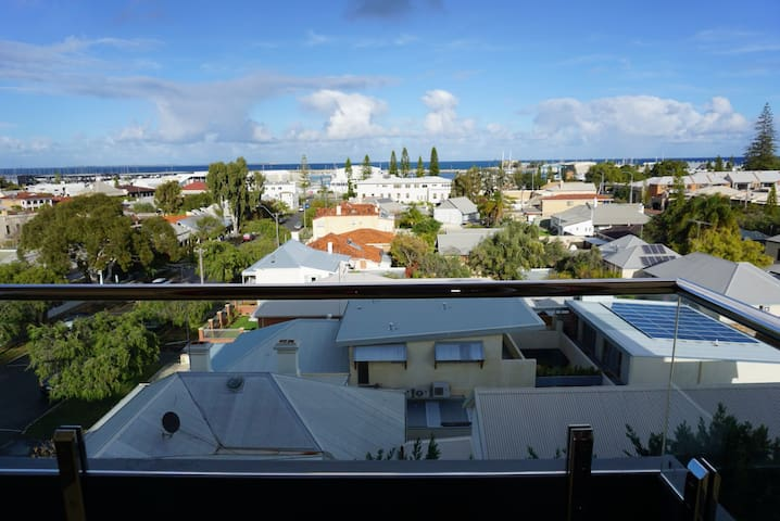 Central Fremantle Ocean View Flat