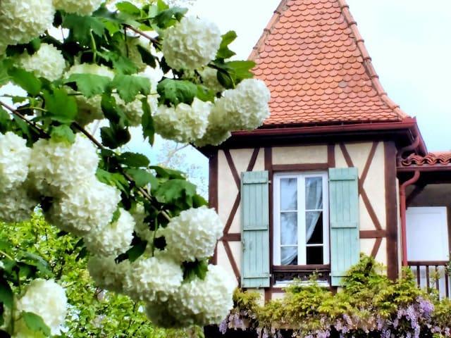 """Douce chambre  : """" Le Chalet Chez Françoise"""" - Labastide-d'Armagnac - Bed & Breakfast"""