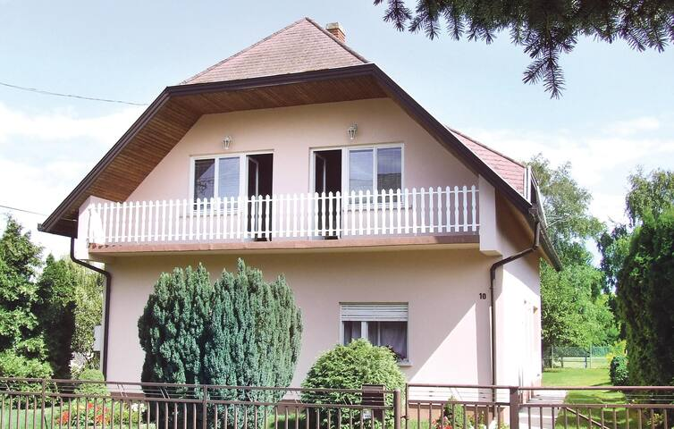 Holiday apartment with 4 bedrooms on 112m² in Balatonkeresztúr