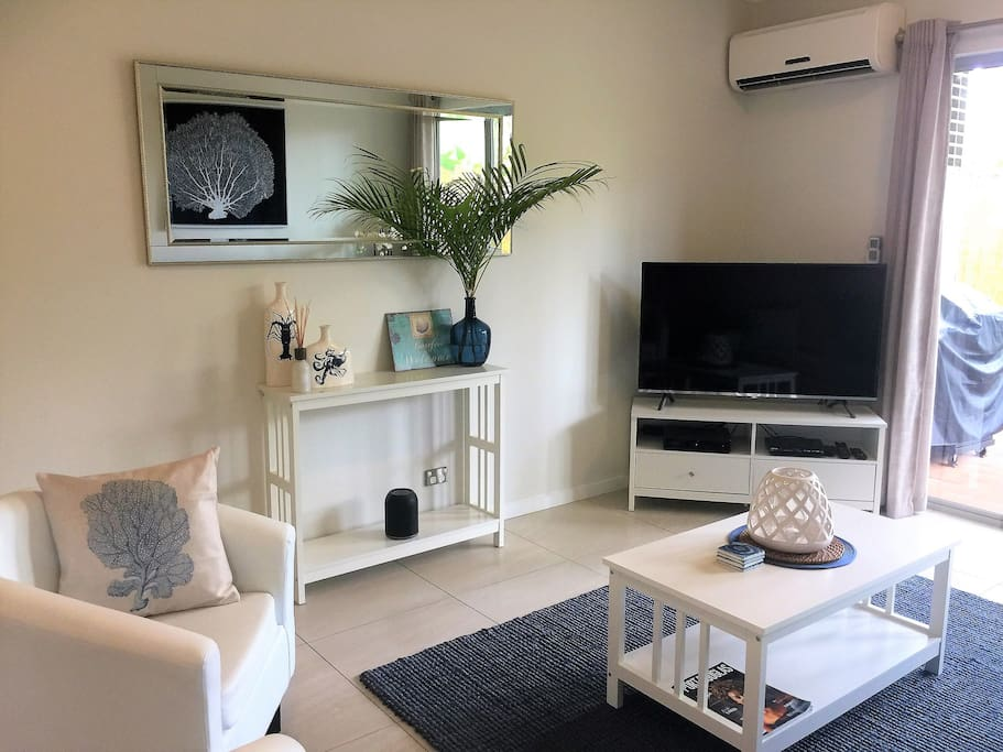 Airconditioned living room with a great sense of space leading out into your own private courtyard.