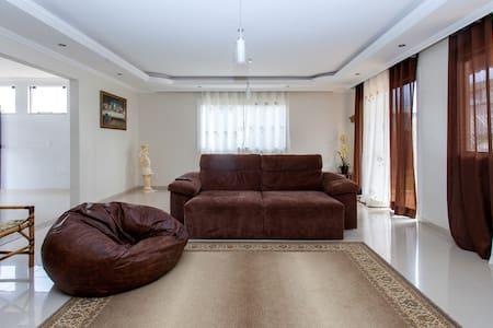 Perto da Esaf: ótima estadia em condomínio no Lago - Brasília - Talo