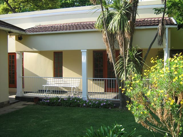 Private garden cottage - Benoni