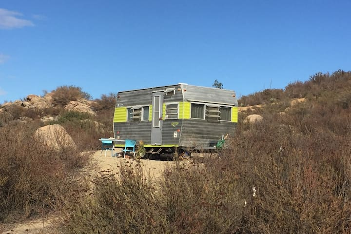 60's Vintage Get Away Trailer In A 170 Acre Ranch