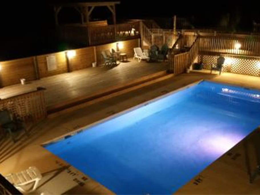 Large Ocean-front Pool at Night!