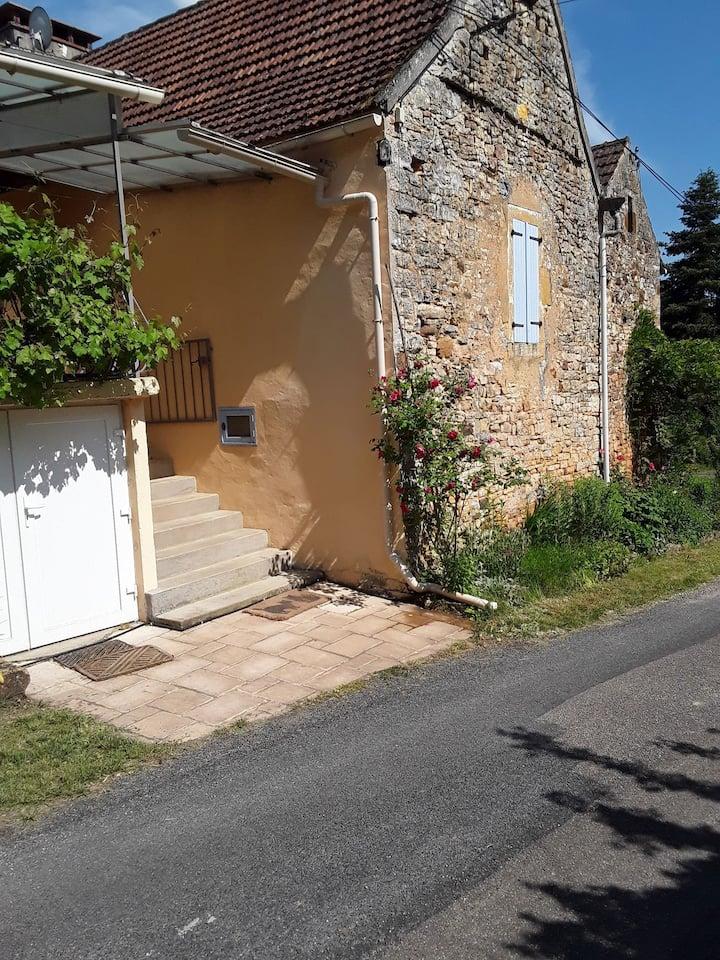 Petite maison avec glycine entre Cahors et Sarlat