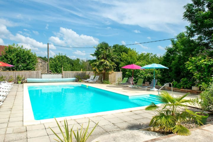 Delux Holiday Home in Lacapelle-Biron with Swimming Pool