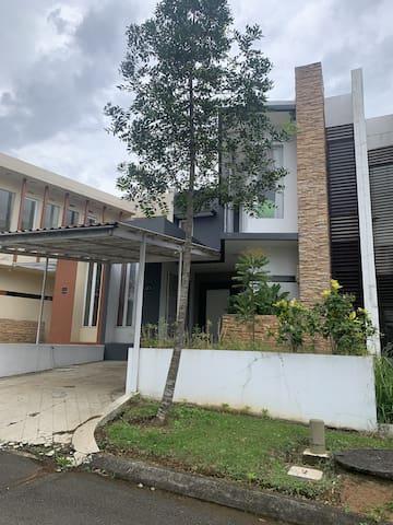 Lake View Rancamaya House no. 19 Green View