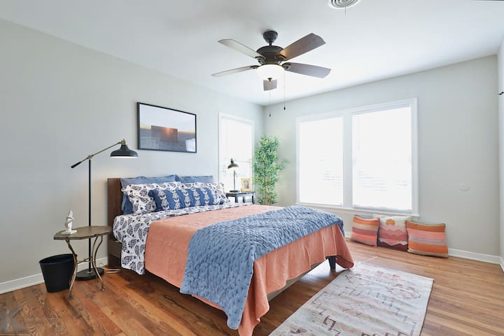 Queen Bedroom, tons of natural light. Closet and TV with Netflix available.