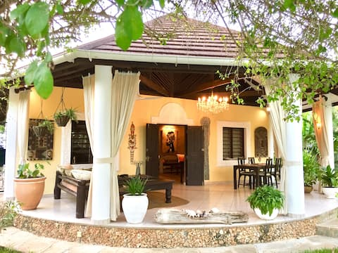 *The African Art House* Private Pool & Garden!