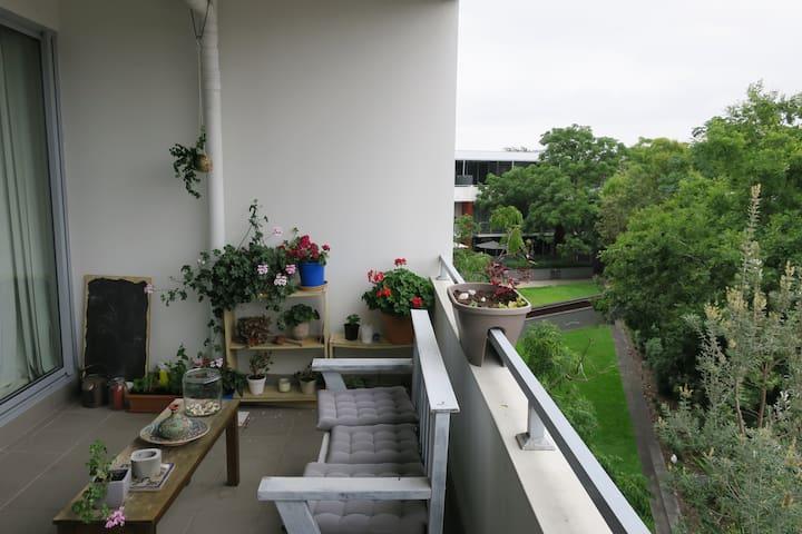 Bright Master Bedroom with spacious Balcony - Alexandria - Apartamento