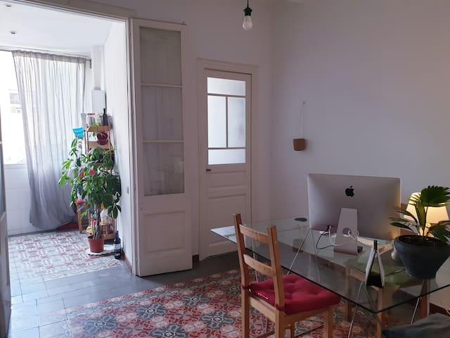 Habitación individual en Gracia, piso super cool.
