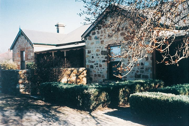 Unwind at the Mintaro Hideaway Clare Valley