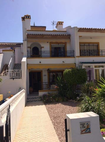 Lovely 2 bedroom house in the Costa Blanca sun!