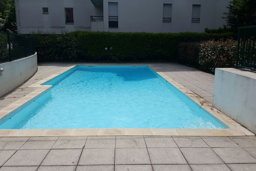 Spacieux t4 piscine et terrasse apartments for rent in for Piscine rhone lyon