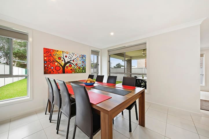 ALPINE PLACE VILLA 34 - SYDNEY Brand new house - Carnes Hill - Haus
