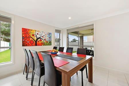 ALPINE PLACE VILLA 34 - SYDNEY Brand new house - Carnes Hill - House