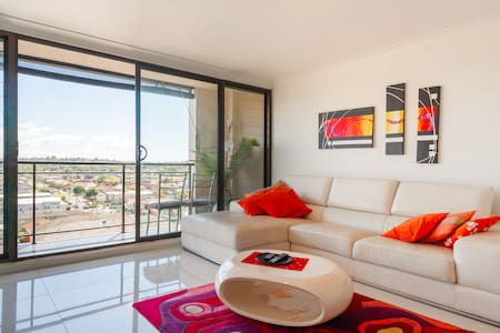 Stylish penthouse 10mins from beach
