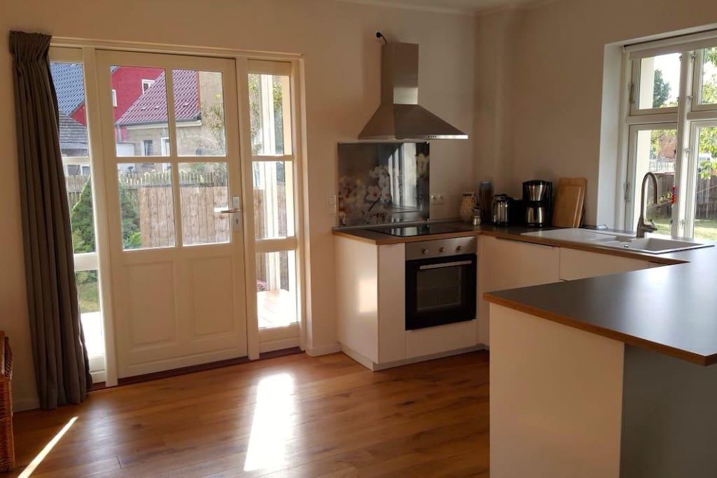 Wohnküche mit Zugang zur Terrasse