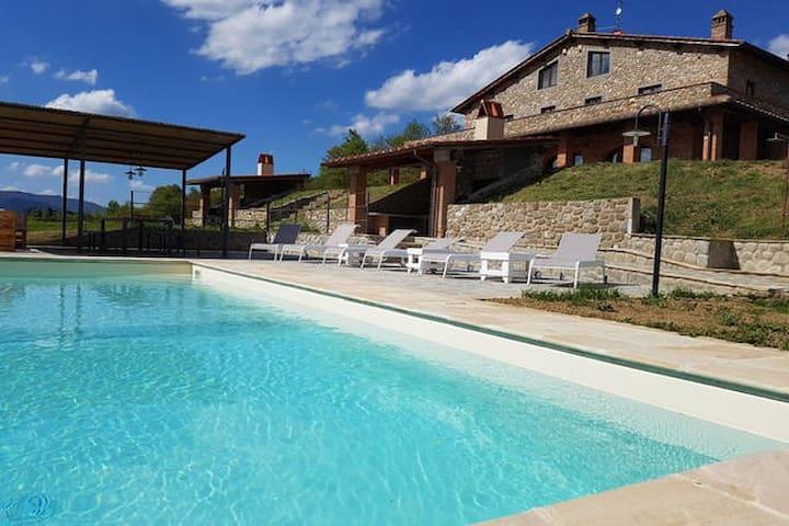 A luxury villa with swimming pool Tuscany hills - เรกเกลโล - วิลล่า