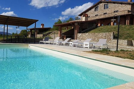 A luxury villa with swimming pool Tuscany hills - レッジェッロ