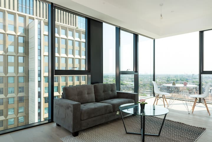 Stunning  London Apartment with Views (HH8 II)