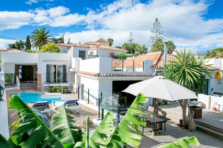 exotic house, with pool, 5 min walk from the sea