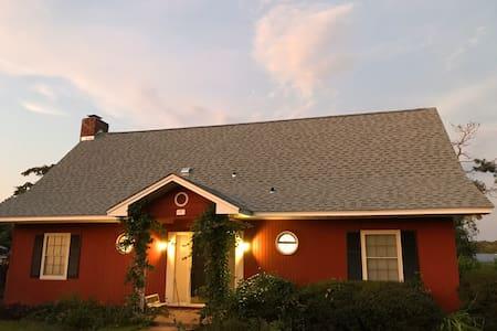 Large Lake House w/ WiFi &Hot Tub on Lake Seminole