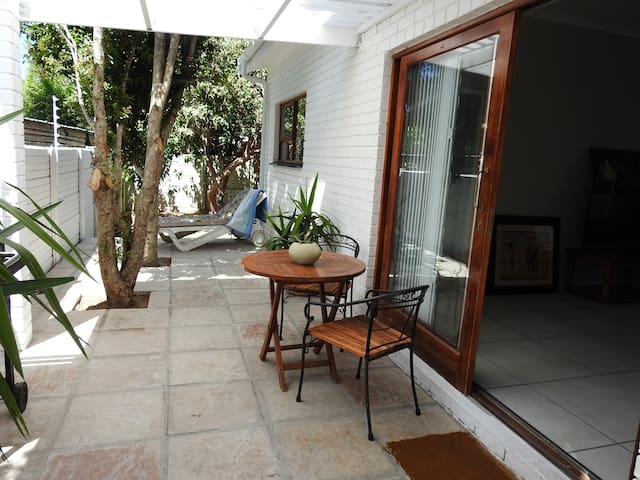 Spacious, dog friendly cottage in Hout Bay