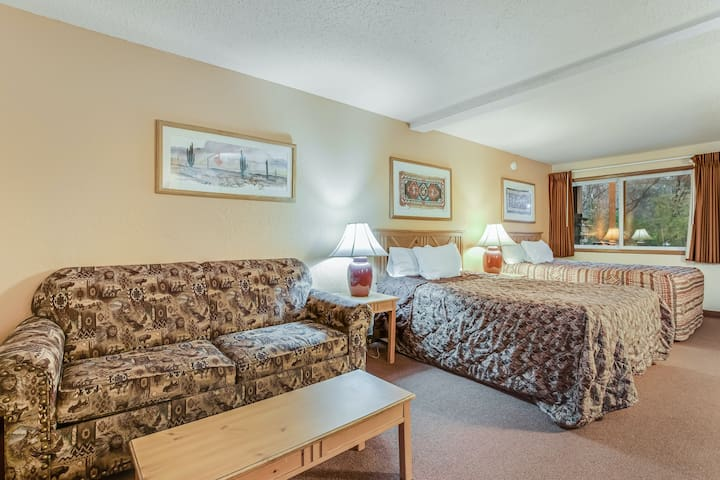 Classic vacation rental w/ a kitchenette, free WiFi, shared pool, & hot tub