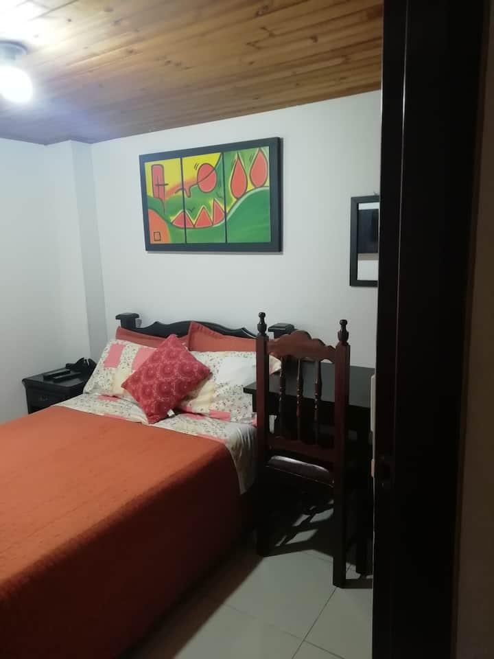 Habitación en amplio apartamento,tranquilo, limpio