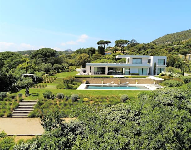 Luxueuse villa contemporaine vue mer et St Tropez