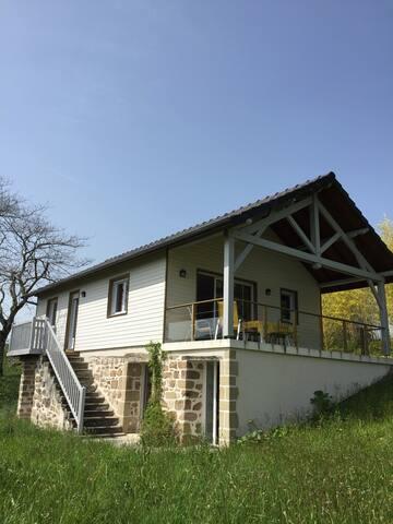 Chalet dans la campagne avec terrasse panoramique