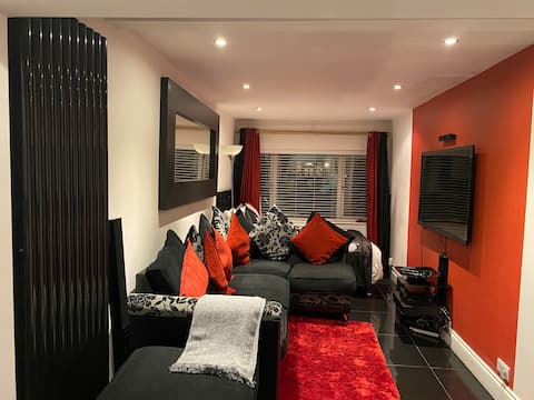 Amazing studio room in a clean, posh friendly home