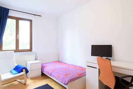 ECONOMIC & COMFORTABLE ROOM NEAR TO TRAIN STATION! - Вена