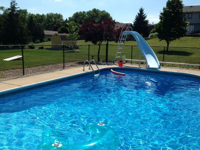 Less than 25 minutes from Erin Hills, with pool