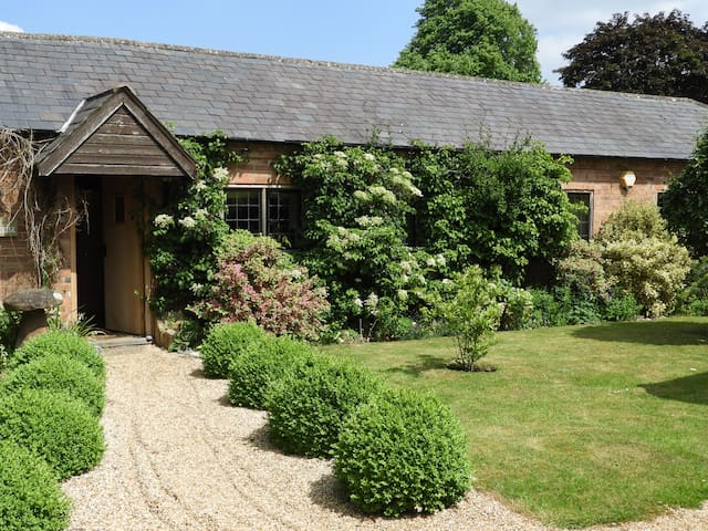 Beautiful grade 2 listed cottage